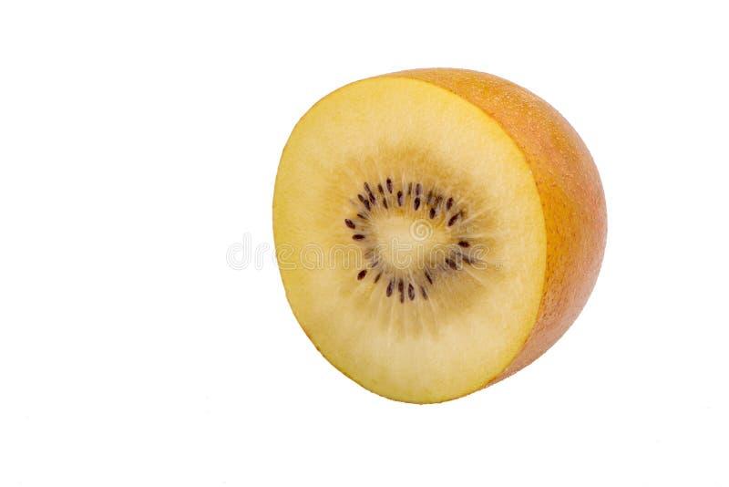 新鲜的金黄在白色背景隔绝的猕猴桃半切片 库存图片