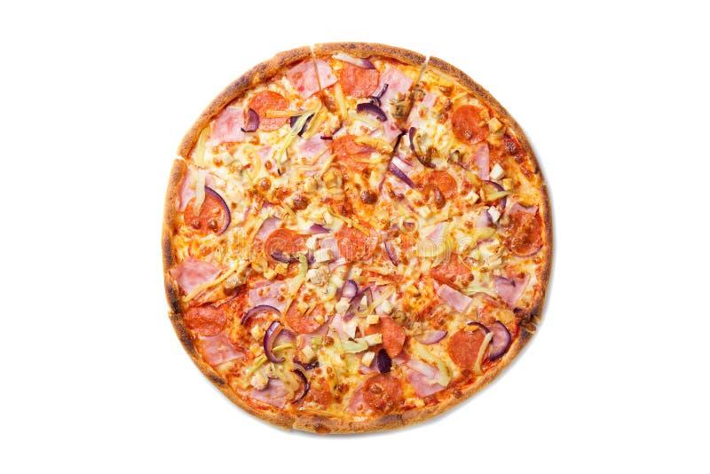 新鲜的鲜美比萨用蕃茄、意大利辣味香肠、在白色背景和蘑菇隔绝的乳酪、香肠 顶视图 免版税图库摄影