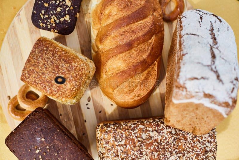 新鲜的鲜美芬芳手工制造面包特写镜头 r 免版税库存照片