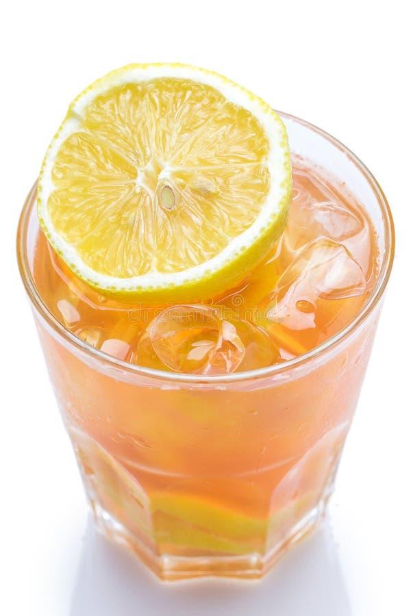 新鲜的鸡尾酒用在白色背景的柠檬 图库摄影