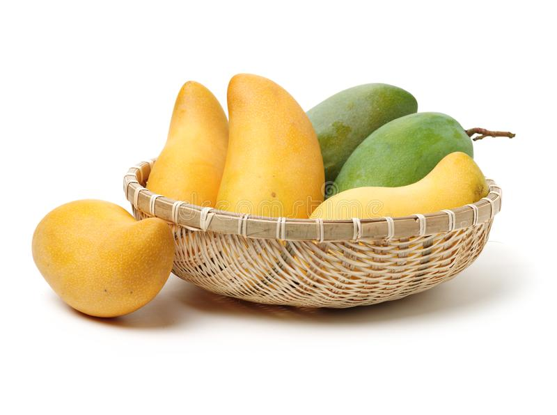 新鲜的黄色和绿色芒果 库存照片