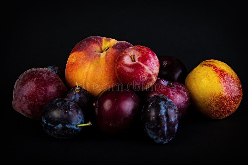新鲜的黑暗的果子 图库摄影