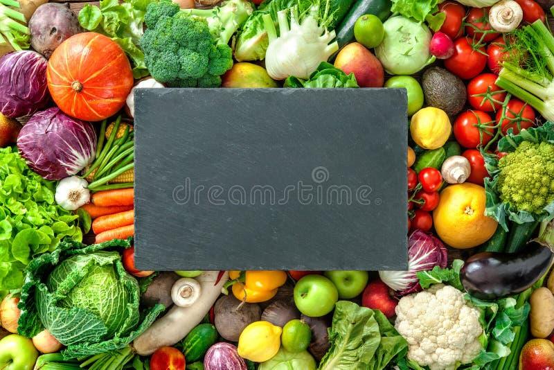 新鲜的水果和蔬菜的分类 免版税库存照片