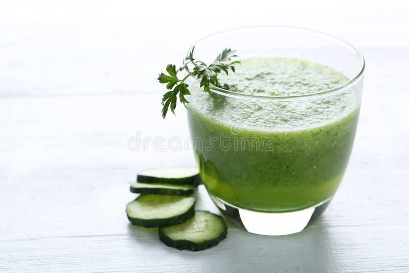 新鲜的黄瓜汁 库存照片