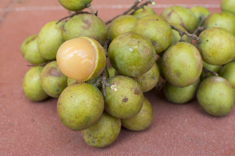 新鲜的Melicoccus bijugatus西班牙石灰果子 免版税库存照片