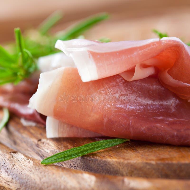 新鲜的prosciutto迷迭香 免版税库存照片