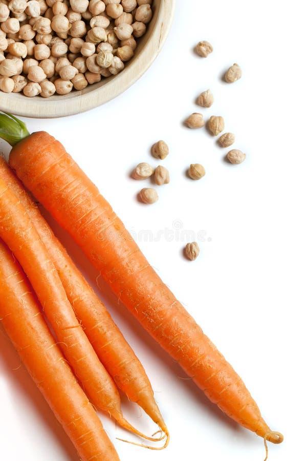 新鲜红萝卜的鸡豆 免版税库存图片