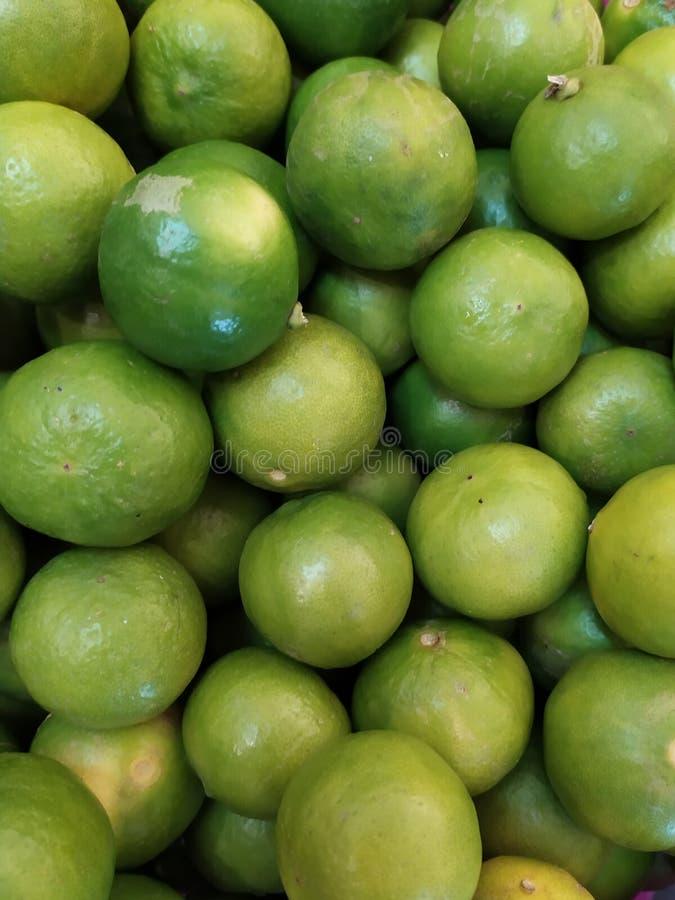 新鲜绿色的柠檬 库存图片