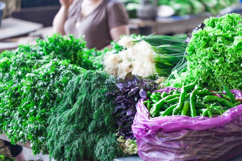 新鲜蔬菜和果子在农夫农业市场上 库存照片