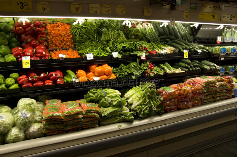 新鲜蔬菜在杂货店 免版税库存照片