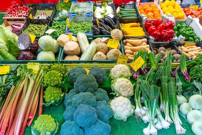 新鲜蔬菜在Viktualienmarkt的待售在慕尼黑,德国 免版税库存照片