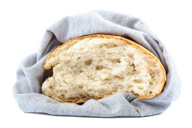 新鲜面包片断在亚麻布的在白色背景 免版税库存照片