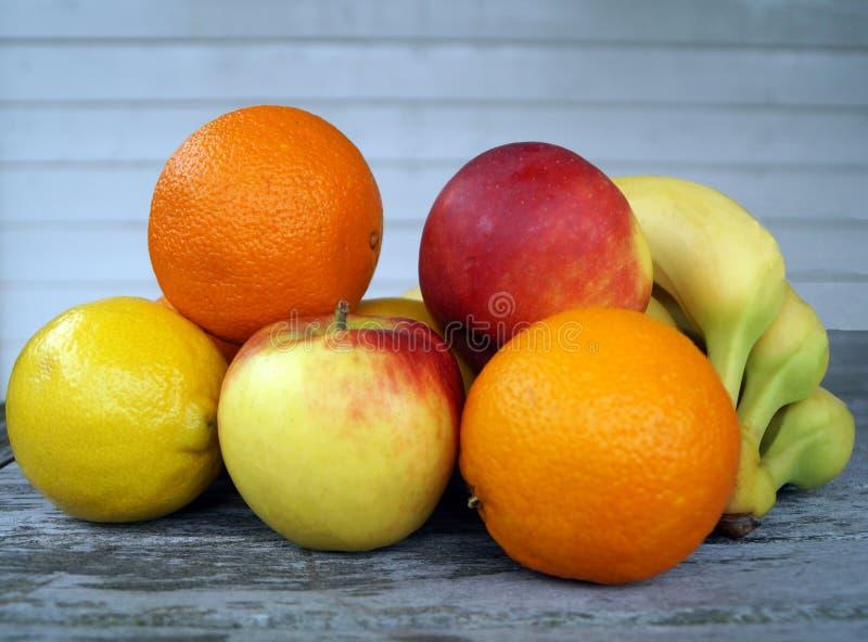 大香焦色5月_图片 包括有 颜色, 五颜六色, 背包, 柠檬, 股票, 食物, 绿色, 黄色
