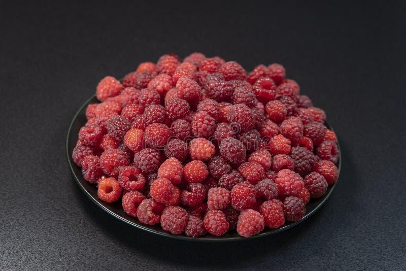 新,成熟,水多的红草莓背景,莓果的关闭,宏指令 库存图片