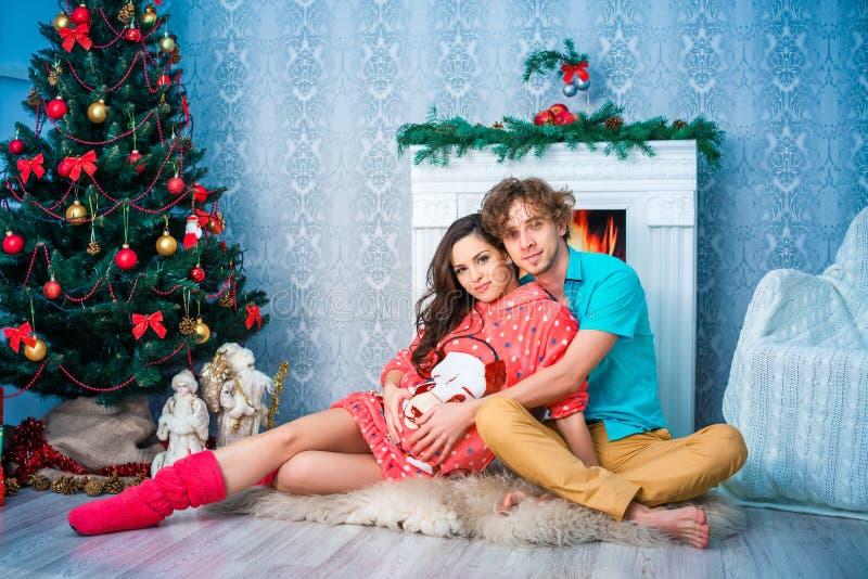 新年和圣诞节在家庭圈子 库存图片