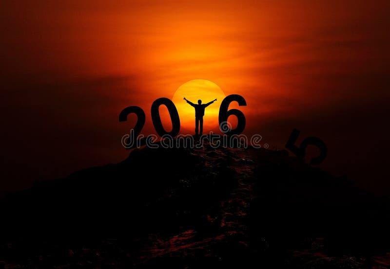 2016新年文本-人剪影在小山上面的 免版税库存图片