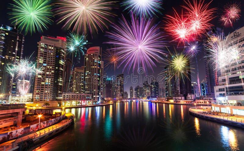 新年烟花在迪拜,阿拉伯联合酋长国显示 库存照片