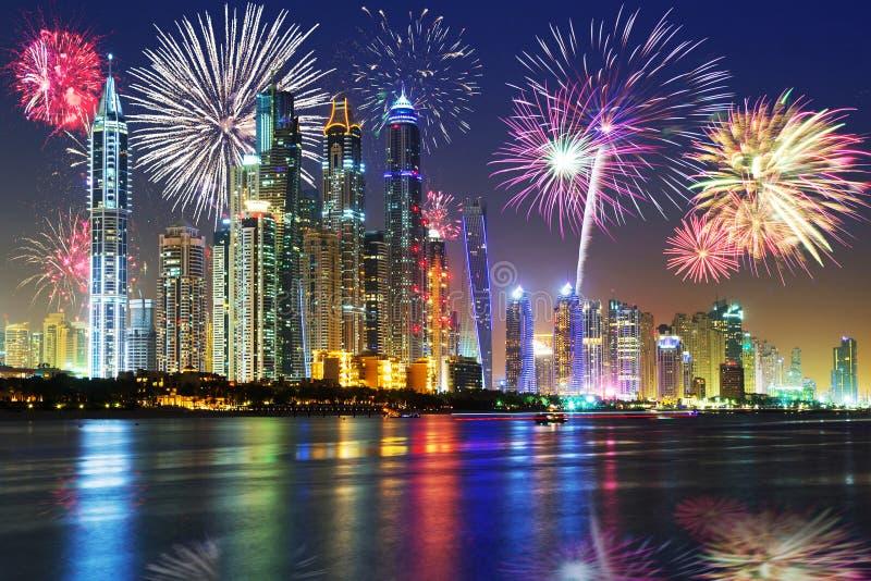 新年烟花显示在迪拜 免版税库存照片