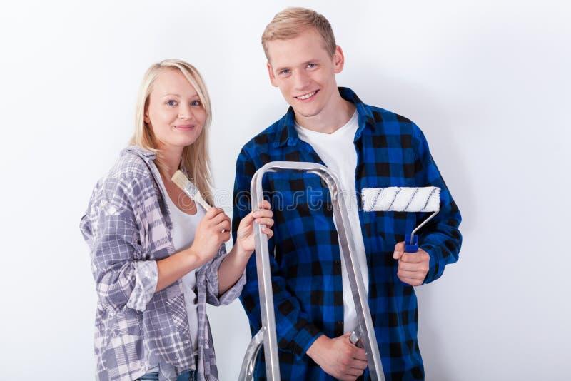 更新年轻的夫妇 免版税库存照片