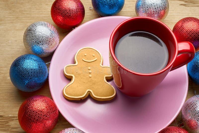 Download 新年的玩具和咖啡在木桌上 库存图片. 图片 包括有 看板卡, 样式, 咖啡, 概念, 温暖, 可口, 红色 - 62530427