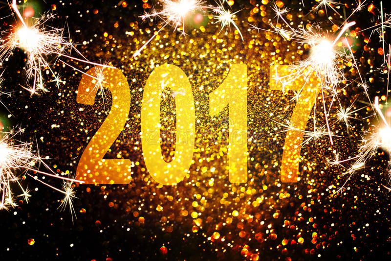 新年装饰,在金黄背景的特写镜头 图库摄影
