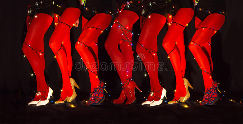 新年跳舞结构的有诗歌选照明的诱惑的妇女腿 库存照片