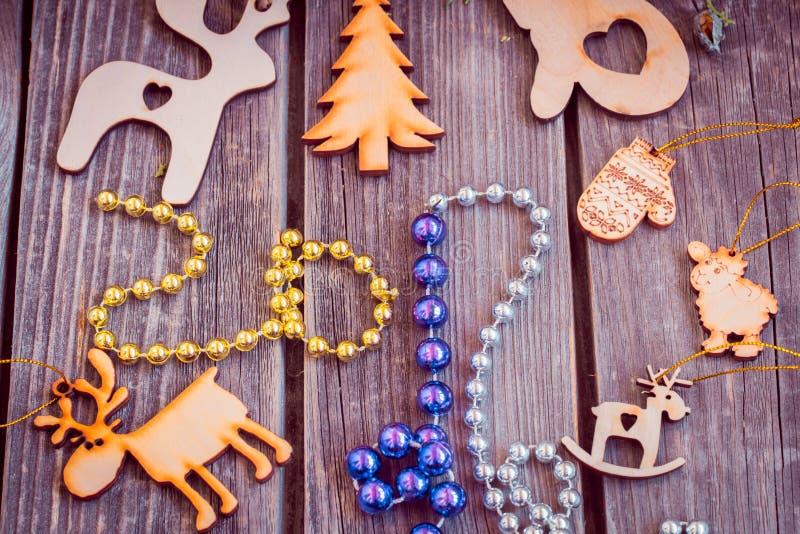 新年2017年,在背景的木玩具 免版税库存照片