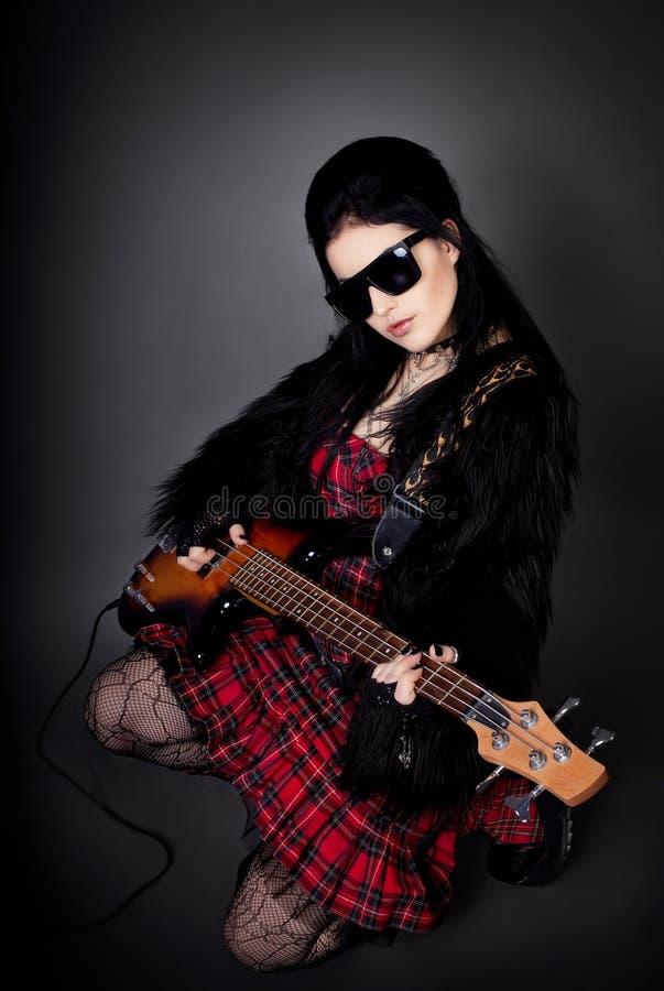 方式吉他照片样式妇女年轻人 免版税库存图片