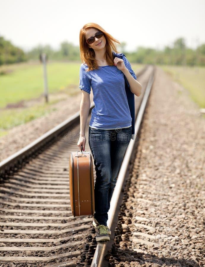 方式女孩铁路手提箱年轻人 库存图片