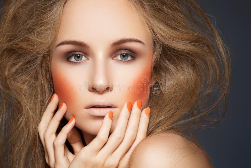 方式构成,胭脂,修指甲,大发型 免版税图库摄影
