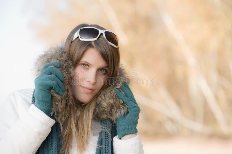 方式毛皮敞篷冬天妇女 免版税库存图片