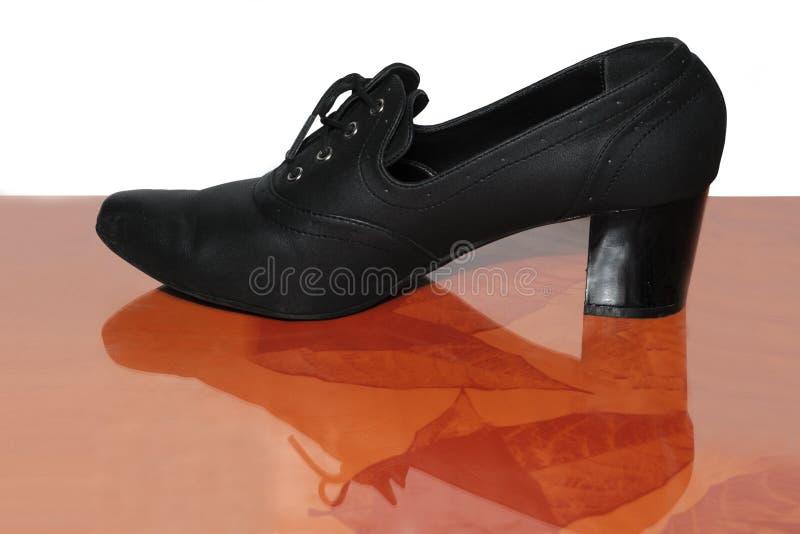 方式s穿上鞋子妇女 库存照片