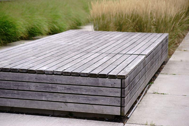 方形的长凳由委员会做成 免版税库存图片