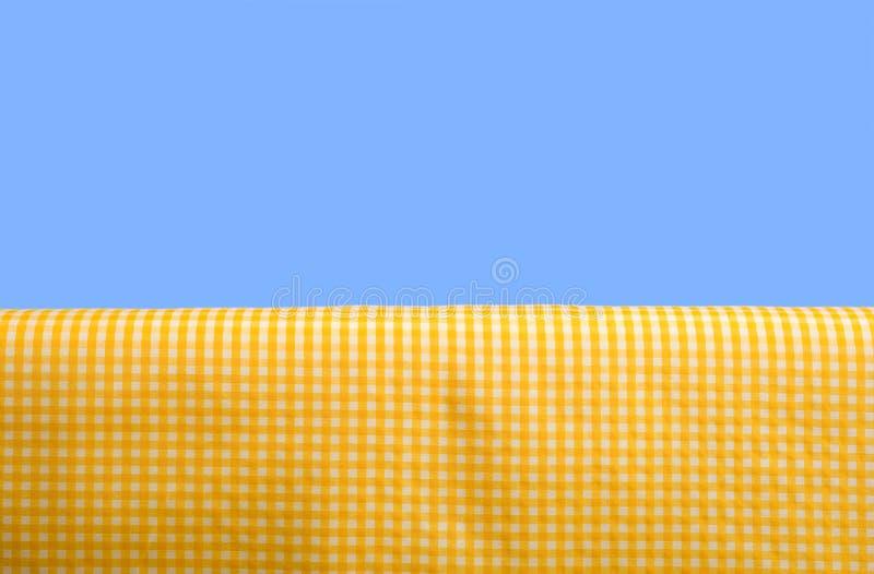 方格花布桌布黄色 免版税库存图片