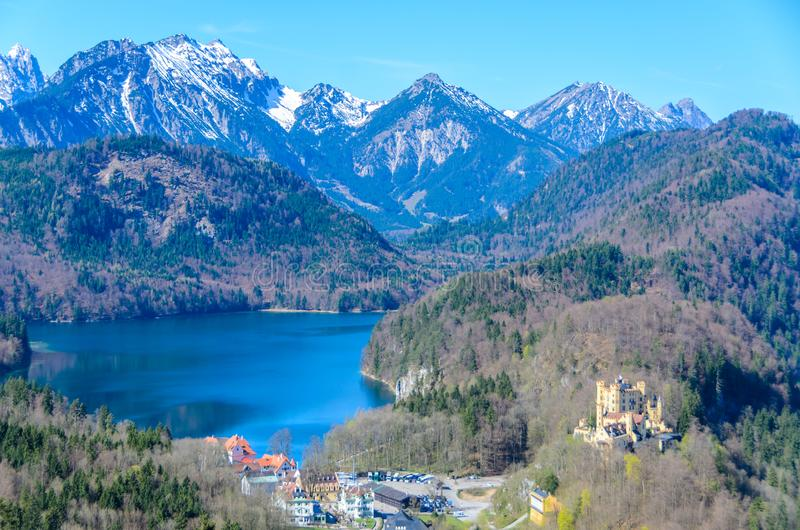 施万高鸟瞰图有Alpsee湖的,巴伐利亚,德国 免版税图库摄影