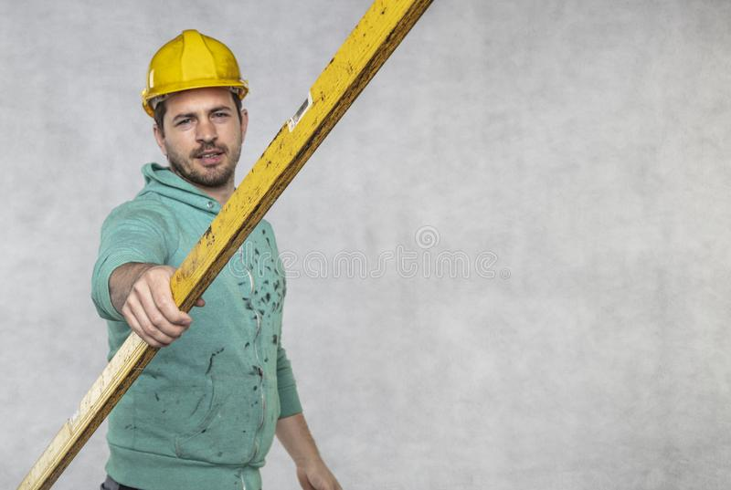 施工者掌握施工中的精神层次和精确性 免版税图库摄影