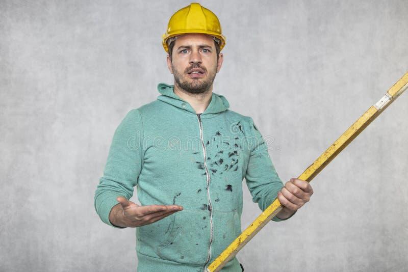施工者掌握施工中的精神层次和精确性 免版税库存图片