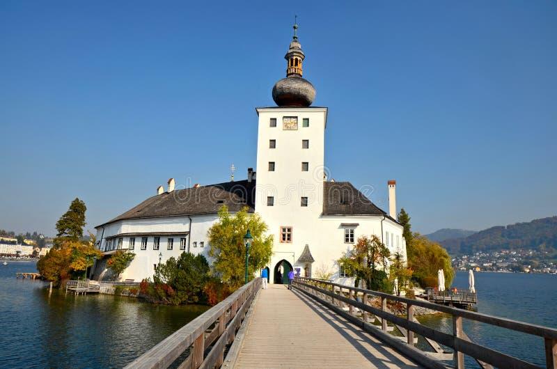施洛斯Ort (;Ort Castle);在特劳恩湖(;湖Traun);-格蒙登,奥地利 免版税库存照片