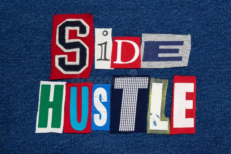 旁边在牛仔布,企业家的忙碌文本词拼贴画五颜六色的织品 库存图片