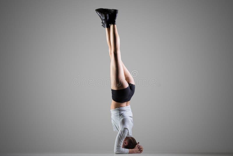 旁边Headstand瑜伽姿势 免版税图库摄影