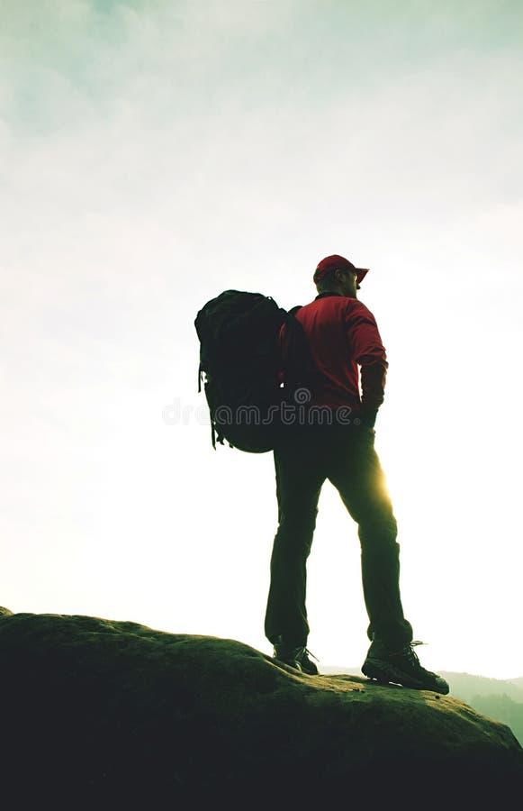 旅客的目标有背包的 徒步旅行者做迁徙的旅行 免版税图库摄影