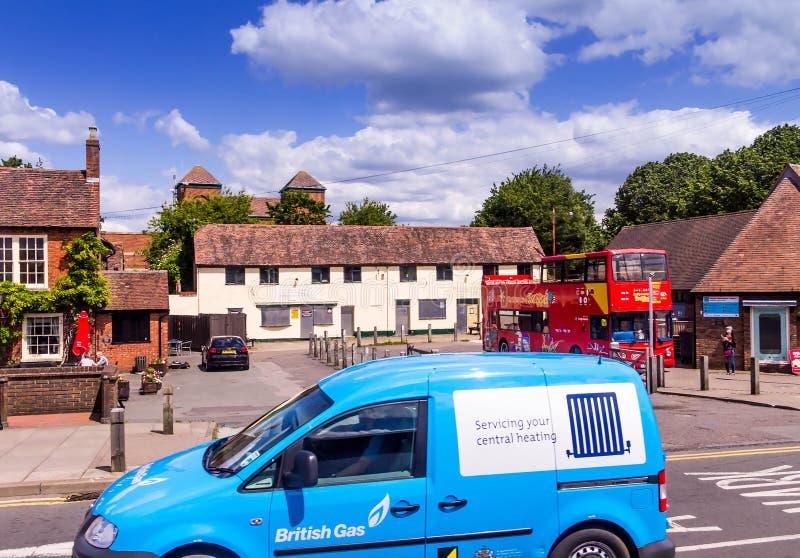 旅游公共汽车在Avon,英国,团结的Kingdomon的斯特拉福 免版税图库摄影