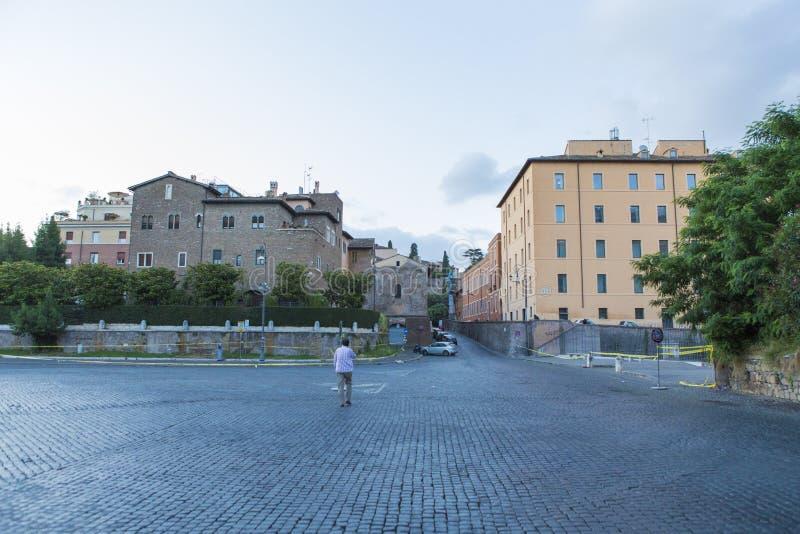 旅游参观的罗马市和生存块 免版税库存图片