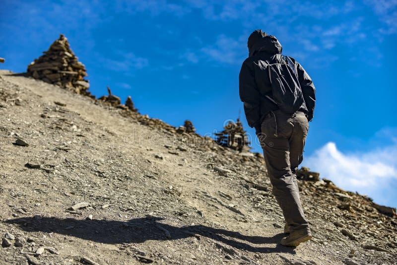 旅游在喜马拉雅山的背景 库存图片