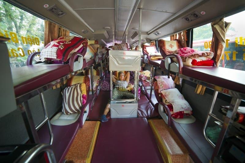 旅游在睡觉公共汽车内部,越南的女孩等待的离开 库存照片