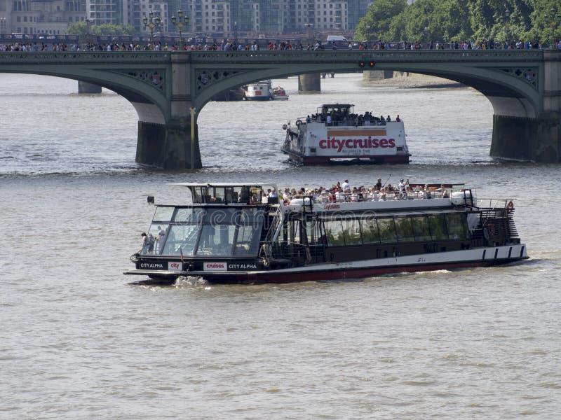 旅游巡航在泰晤士河,伦敦 库存图片