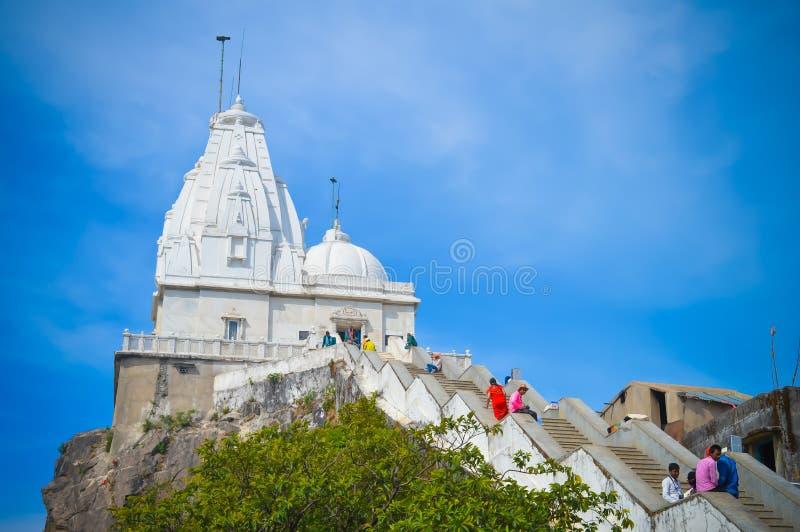 旅游来看神圣的寺庙耆那教的寺庙& x22;PARESHNATH& x22;贾坎德邦,印度 库存照片