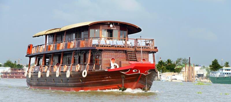 Download 旅游游轮 库存照片. 图片 包括有 越南, 湄公河, 游人, 巡航, 小船, 运输, 敲响了 - 62530690