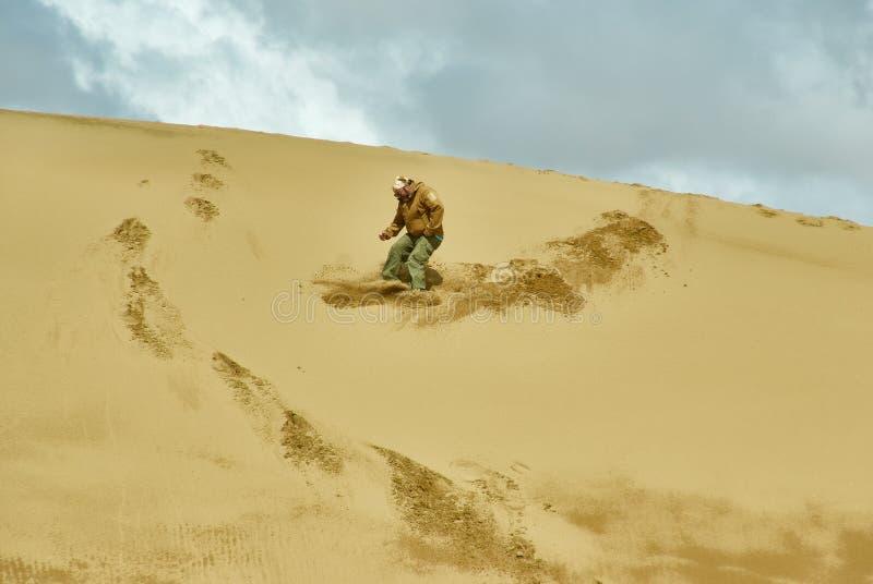 旅游走到沙丘 免版税库存照片