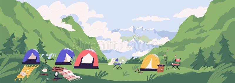 旅游阵营或营地与帐篷和营火 与森林露营地的风景反对山在背景中 皇族释放例证
